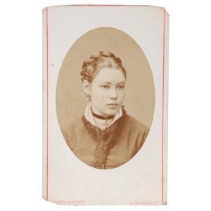 KAROLI & PUSCH (XIX w.), Portret młodej kobiety, 1882-85